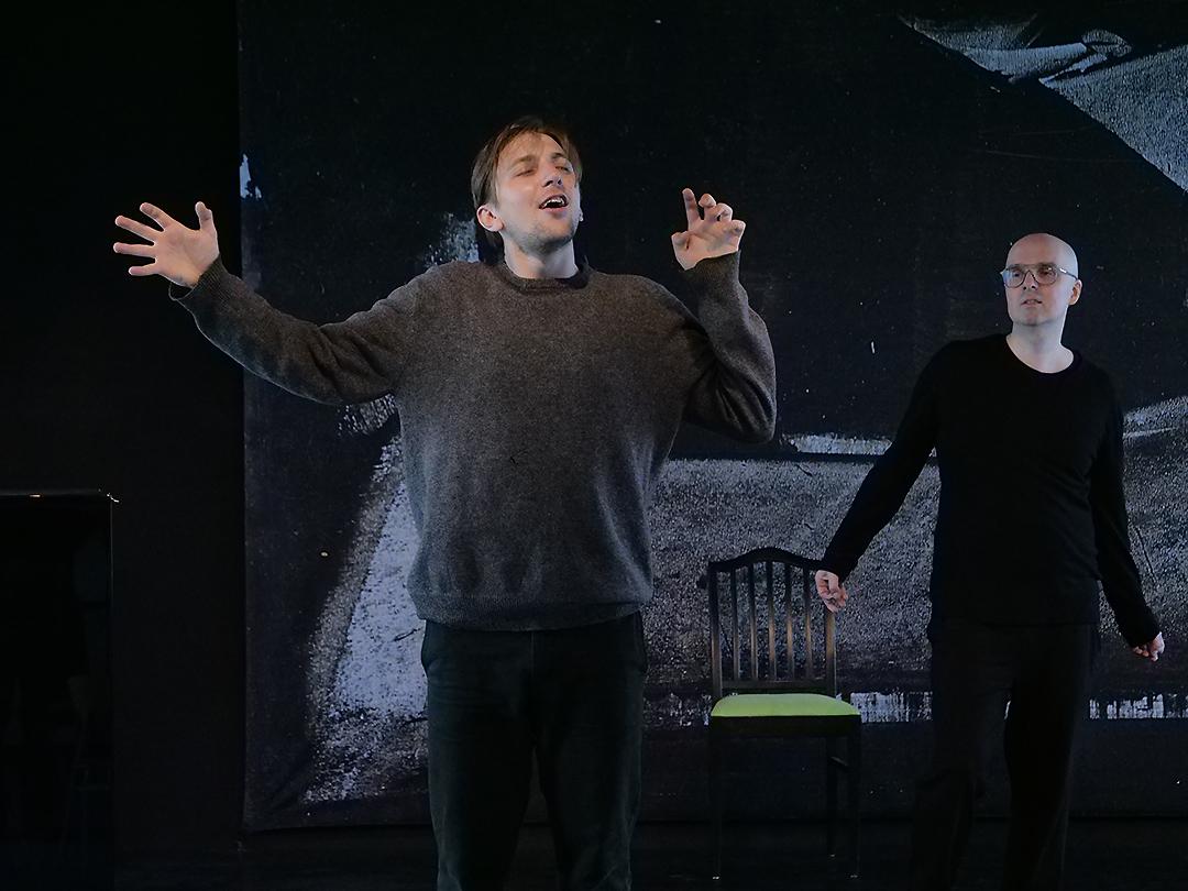 Zwei Schauspieler in einer Übung
