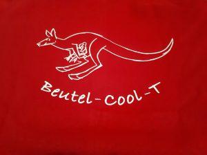 Logo der Bürgerinitiative Beutel Coll-T. Weißes gezeichnetes Känguru auf rotem Hintergrund.