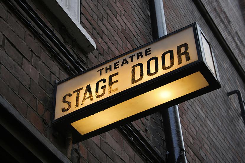 Leuchtschild zum Bühneneingang
