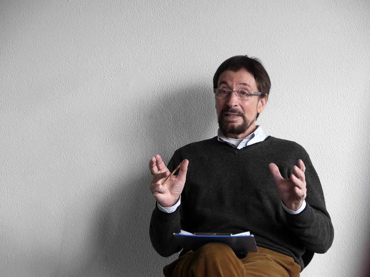 Wolfgang Keuter zeigt eine Mitteübung