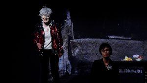 Szene aus der Tor und der Tod mit Doris Horn und Sigrid Abendroth