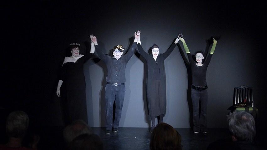 Theatergruppe im Theaterlabor verabschiedet sich vom Publikum