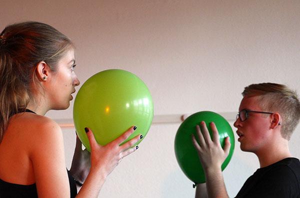 Theater Workshop mit Ballons im Theater Labor