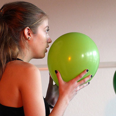 Workshop mit Ballons im Theater Labor